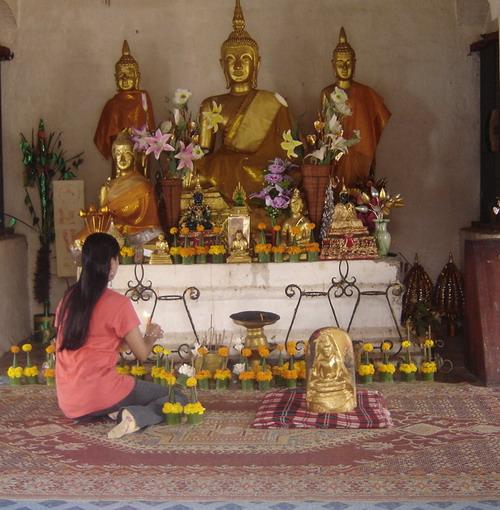 ann in the Phu Si shrine