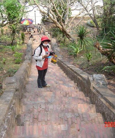 ann on Phu Si stairs