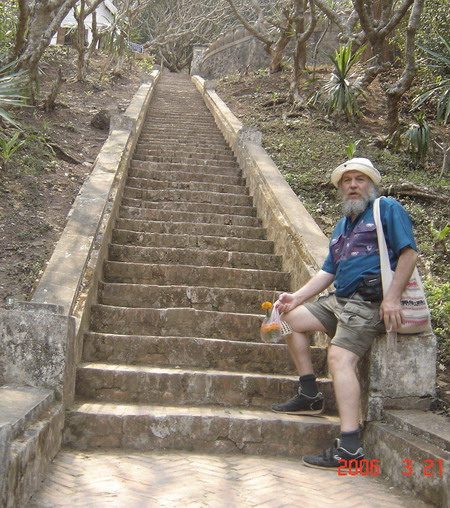 dave on Phu Si stairs