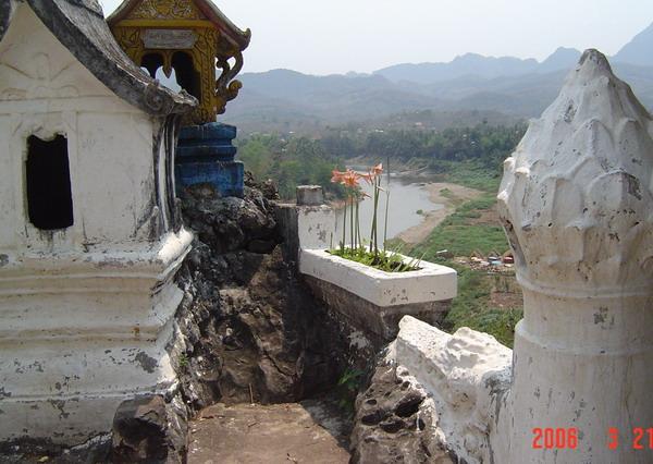 the shrine over the Buddha footprint