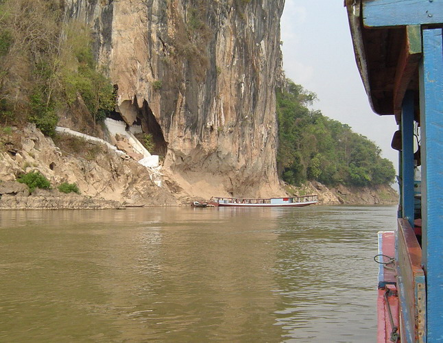 approaching the Tham Ting cave