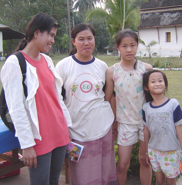 the card seller and her daughters
