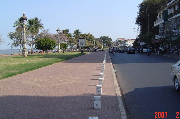 the road along the river, Sisowath Quay