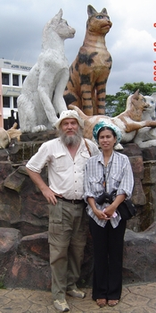 ann and dave, cat statue