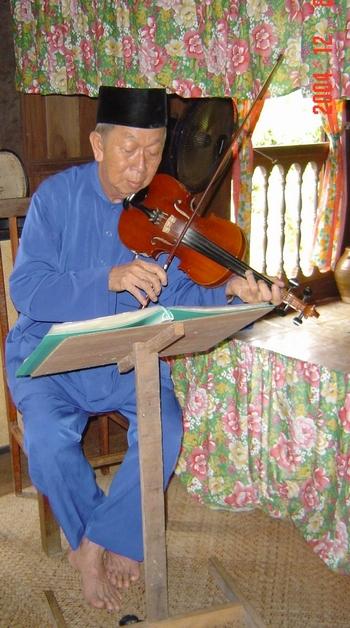 Malay violin player