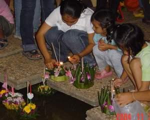 kids floating their gratongs