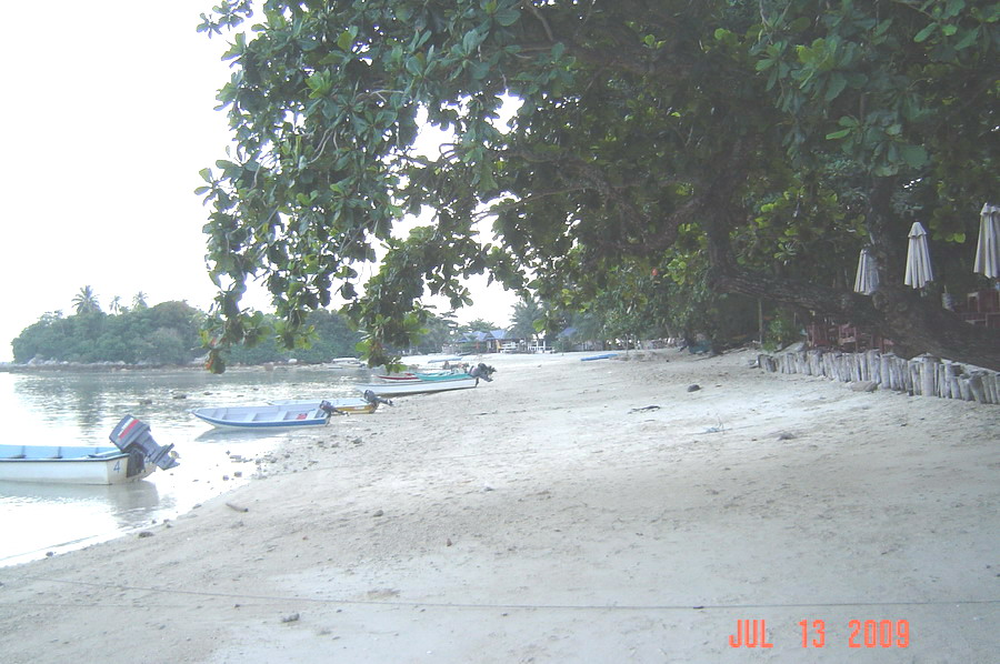 the beach in front of Mama's etc